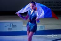 Камила Валиева с флагом