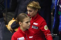 Александра Трусова и Алёна Косторная (слева-направо)