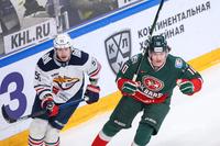 Дмитрий Воронков (справа)