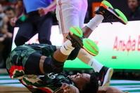 Эрик Макколум на миг перенёсся из баскетбола в ММА