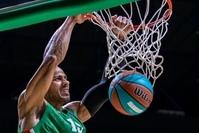 Баскетболист УНИКСа Джордан Морган забивает сверху