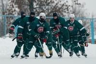 Хоккеисты «Ак Барса» играют в бенди при -20