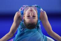 Камила Валиева пытается сохранить равновесие